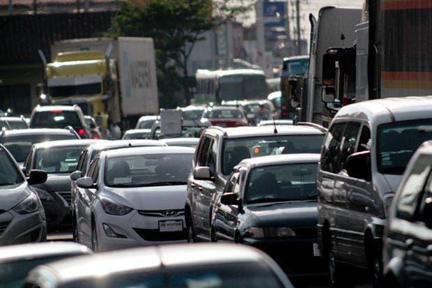 Fabricio Alvarado impulsaría prohibición a la importación de autos de gasolina