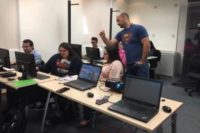 Microsoft enseña a programar a jóvenes en riesgo social