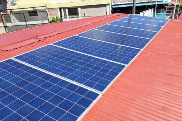 Escuela de Alajuela ahorró 50% en consumo de electricidad gracias a paneles solares