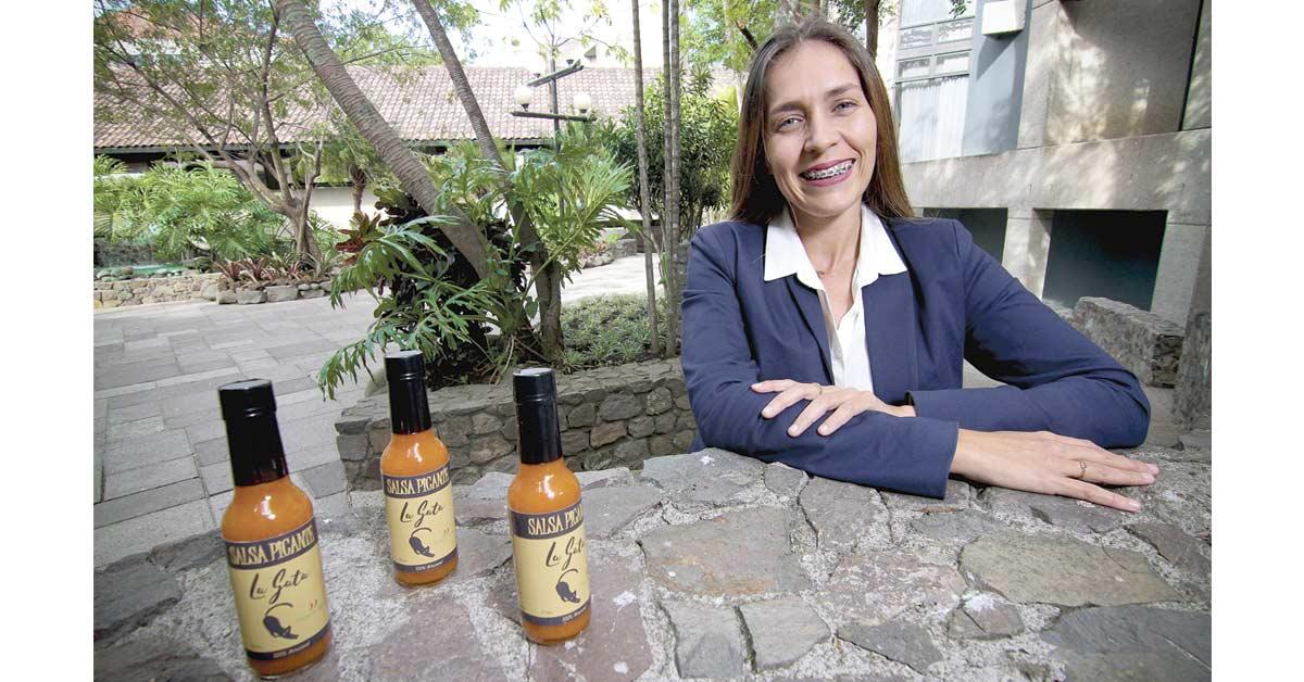 Emprendedora convirtió pasión por el picante en un negocio