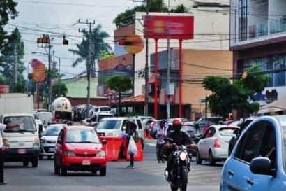 Vehículos con restricción no serán sancionados si viajan al menos cuatro personas