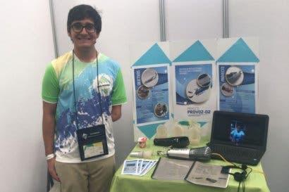 Estudiante de Atenas crea prótesis que trabaja por medio de comando de voz