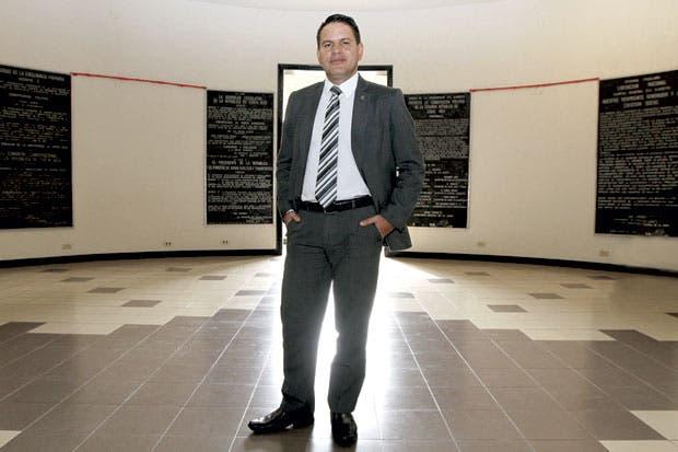 Fabricio financiaría centro olímpico con superávit de instituciones autónomas