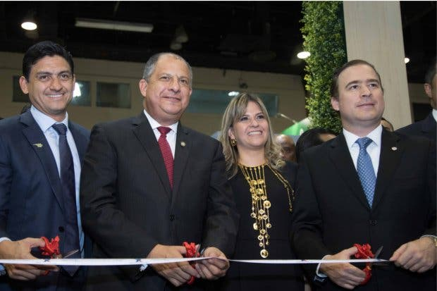 Presidente tico viajará mañana a Panamá para asistir a Expocomer