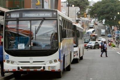 Personas en muletas o andadera también pueden solicitar rampa de buses