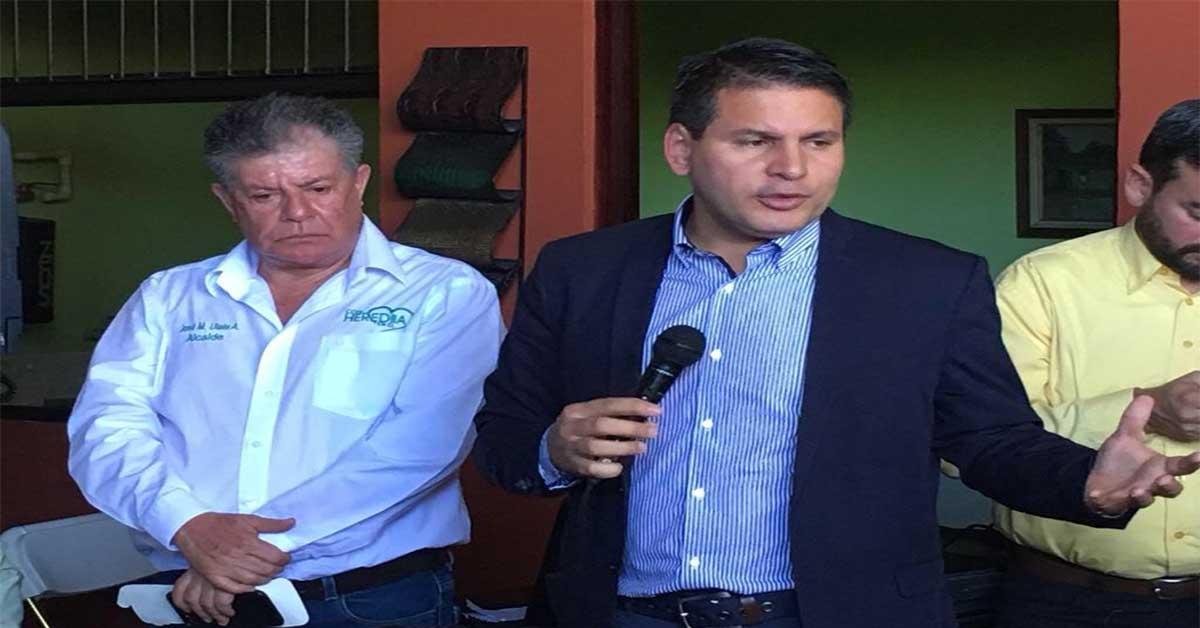 Johnny Araya y otros 22 alcaldes dan adhesión a Fabricio Alvarado