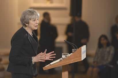 UE planearía vaga oferta comercial contra esperanzas británicas