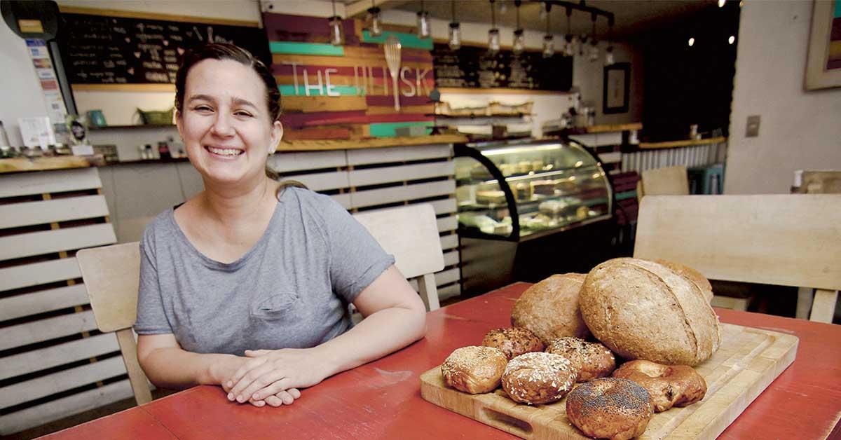 Emprendedores ticos lanzan nueva línea de pan artesanal