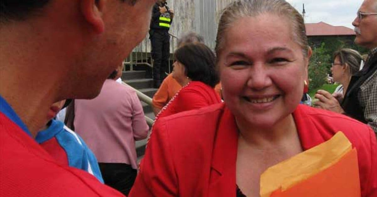 Diputada de Restauración Nacional llama incoherente al TSE