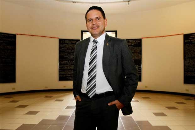 Fabricio Alvarado relanzaría la  Red de Cuido en posible gobierno
