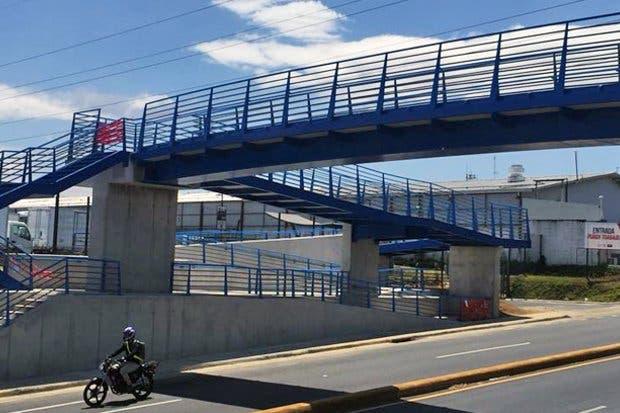Puente peatonal en sector de la Pozuelo ya está culminado