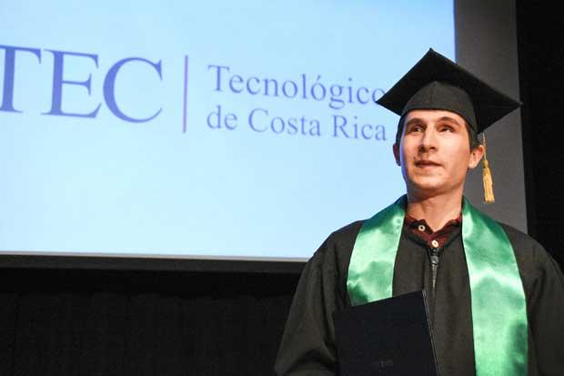 TEC gradúa el primer ingeniero ciego de Costa Rica