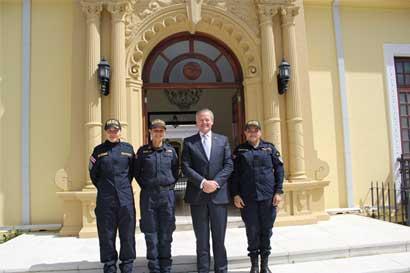 Oficiales costarricenses participarán en proceso de paz de Colombia