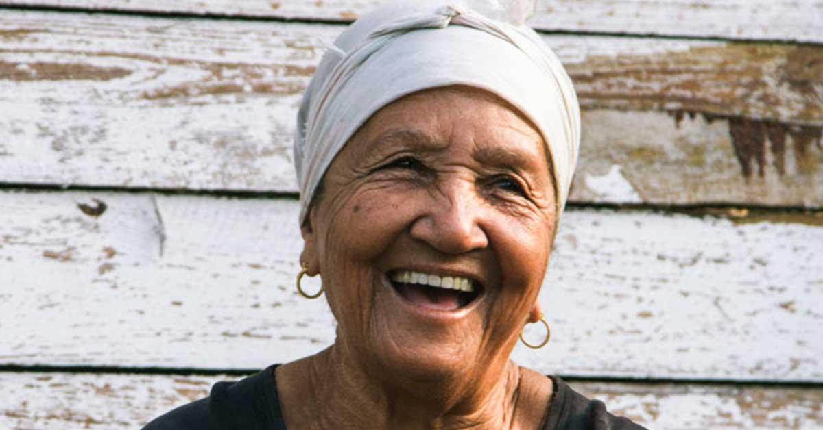 Ageco lanza campaña para restaurar sonrisas de adultos mayores