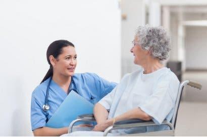 Colegio de Enfermeras pide a Salud y MEP intervenir formación de asistentes de pacientes