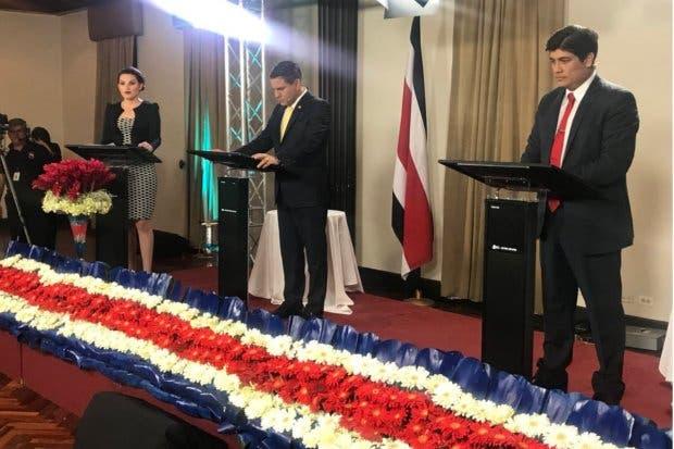 Carlos Alvarado trata de desligarse de gobierno PAC