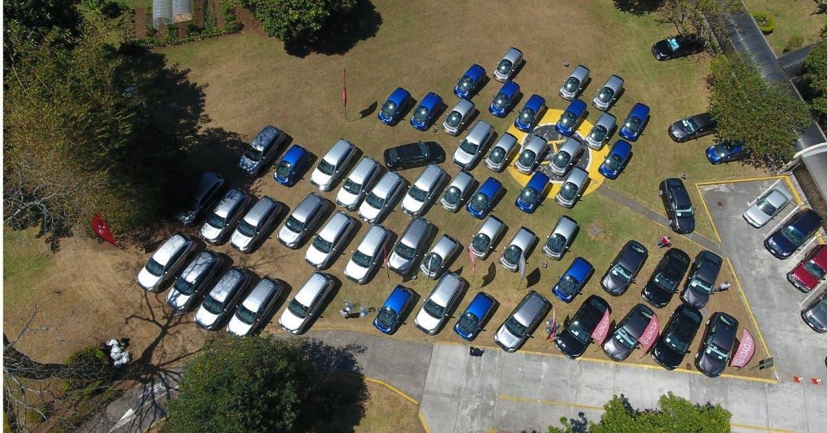 Japón dona 60 vehículos híbridos y eléctricos