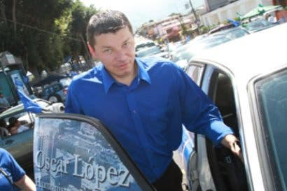 Óscar López brinda su adhesión a Fabricio Alvarado