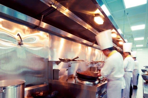 Casi mil hoteles y restaurantes tienen procedimientos de cierre por mora a la Caja