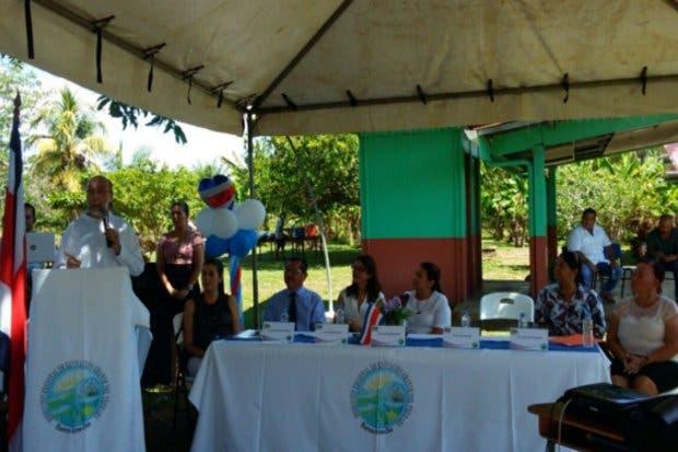 Proyecto abastece de electricidad a escuelas rurales a través de paneles solares
