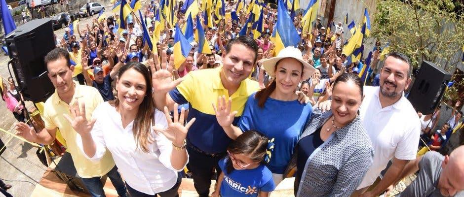 Fabricio Alvarado mantiene sólida ventaja a una semana de elecciones