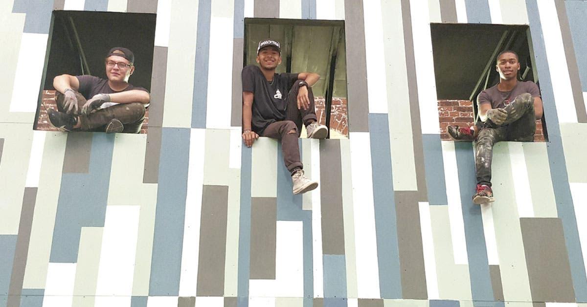 Jóvenes de comunidades vulnerables dan vida a escenografías del FIA