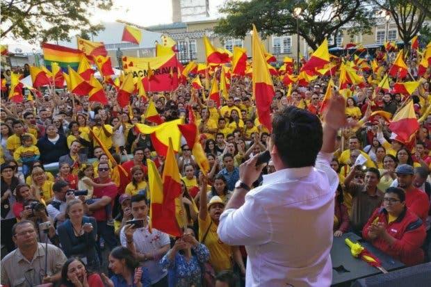 80 economistas anuncian apoyo a Carlos Alvarado