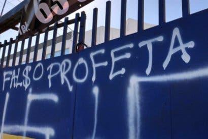 Casa de campaña de Restauración Nacional sufre ataques vandálicos