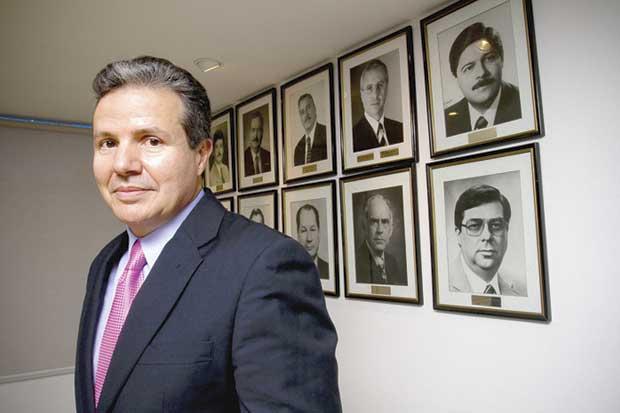 """Empresarios apoyan """"borrón y cuenta nueva"""" de ministros propuesta por Carlos Alvarado"""