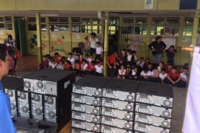 Donación de 32 computadoras reducirá rezago tecnológico en escuela en Pavas