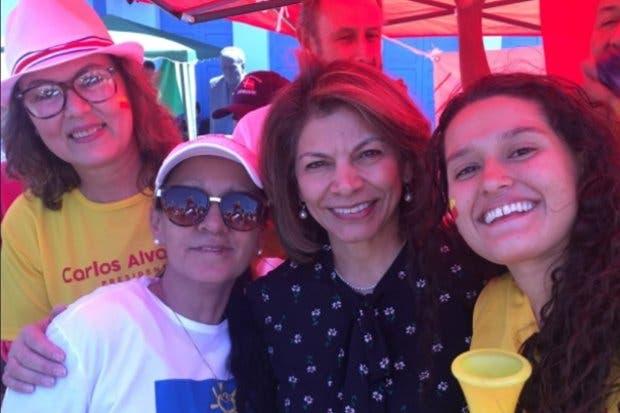 Laura Chinchilla vota y solicita bajar el déficit fiscal