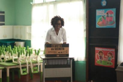 Candidatos a las vicepresidentes del PAC recorren comunidades en busca de votos