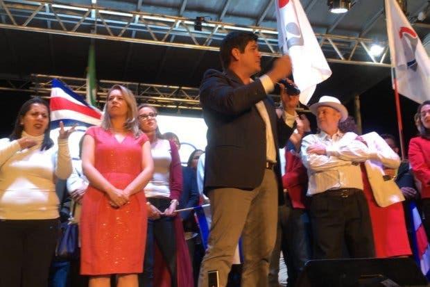 """Carlos Alvarado """"Son muchos retos y lo que ofrezco es trabajar duro para todas las familias de Costa Rica"""""""