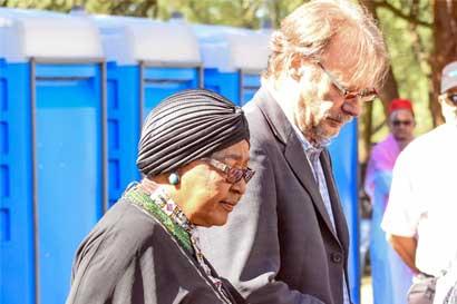 """Fallece Winnie Mandela, activista contra el """"apartheid"""", a los 81 años"""