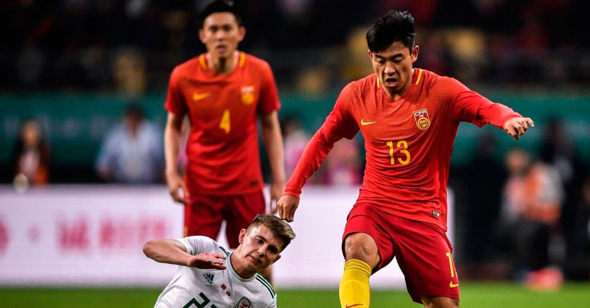 China prohíbe a los futbolistas mostrar sus tatuajes
