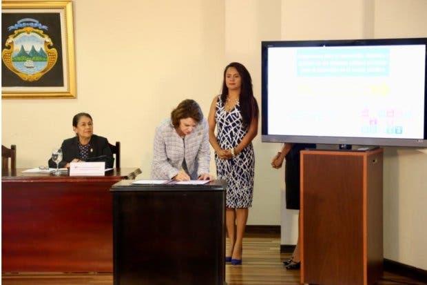 País firma decreto para potenciar alianzas público privadas que generen desarrollo