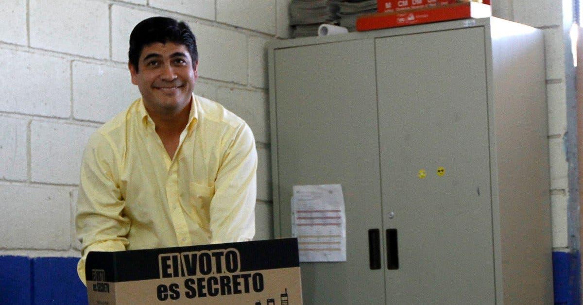 Carlos Alvarado celebra recorte a pluses salariales
