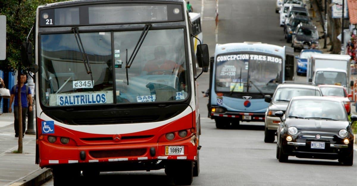 Policía de tránsito pide precaución a conductores para época lluviosa