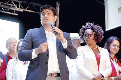 Carlos Alvarado promete acceso tecnológico a 100% de centros educativos