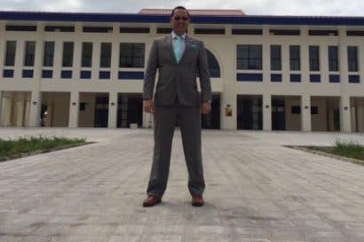 Celso Gamboa es destituido como magistrado en medio de un escándalo