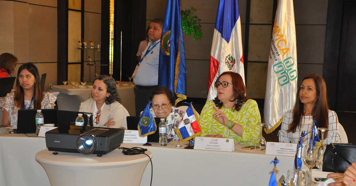 Ministras del istmo impulsan campaña para empoderar a mujeres de zonas rurales