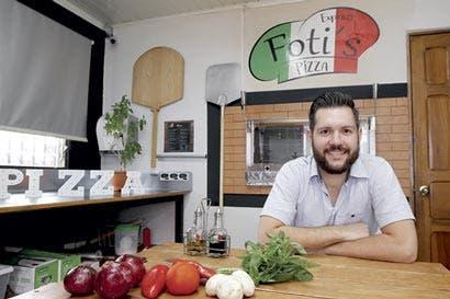 Con receta familiar, joven busca deleitar a los amantes de la pizza