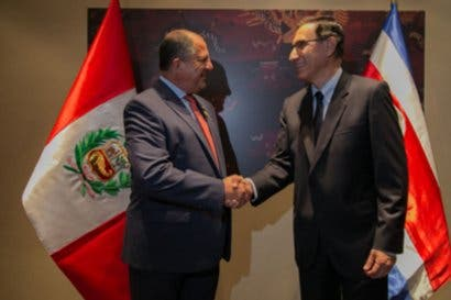 Presidente Solís analiza temas de corrupción en Perú
