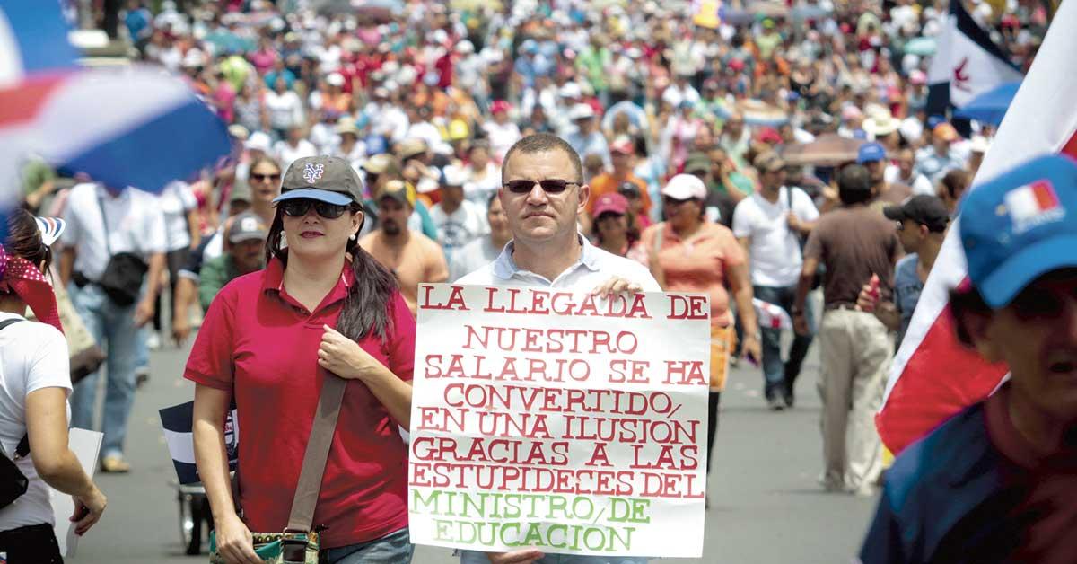 Carlos Alvarado tiene respaldo político para nuevos impuestos, pero no social