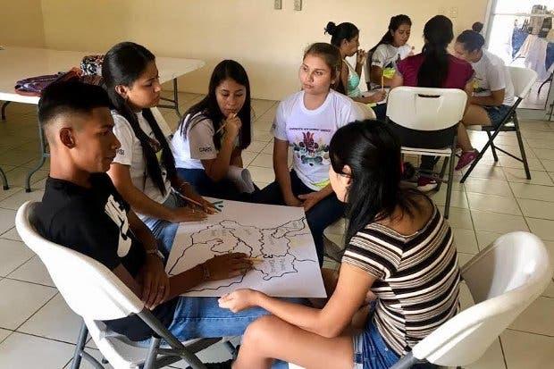 50 becados de la península de Osa recibieron taller a través de tecnología virtual