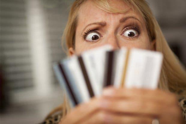 Cada tico tiene en promedio tres tarjetas de crédito y dos de débito