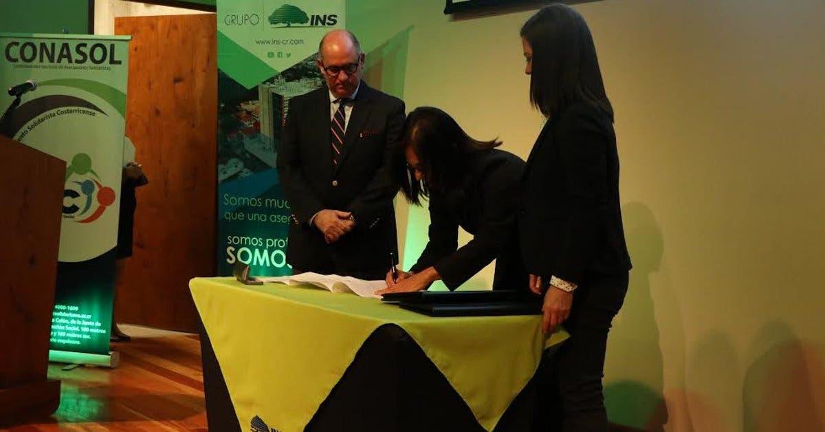 INS firma alianza con el Movimiento Solidarista Costarricense
