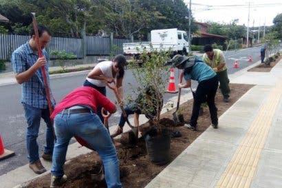 Municipalidad de Mora celebró Día de la Tierra sembrando árboles frutales