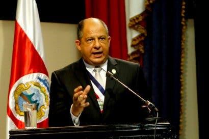 Presidente Solís en gira a San Carlos en medio huelga nacional