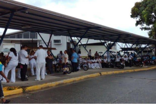 Mayoría de hospitales públicos han suspendido cirugías programadas por huelga